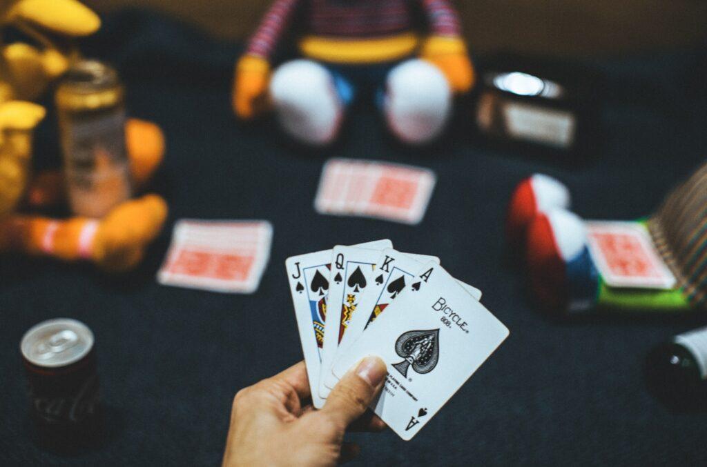 Care Erau Sansele - Carti Poker